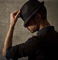 """Cu Cartile pe Fata - pagina de FaceBook - """"Victor Ionescu"""""""